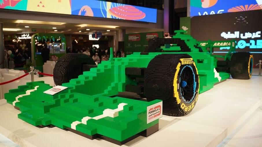 O maior carro de F1 do mundo da Lego bate recorde com meio milhão de peças de brinquedo