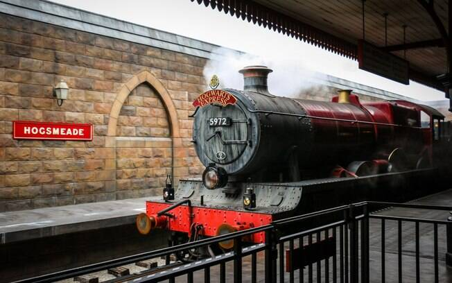O Hogwarts Express - Trem do Harry Potter - é uma opção para transitar entre os parques em Orlando que são da Universal