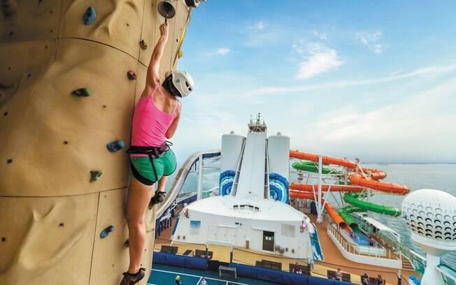 Nos cruzeiros da Royal Caribbean é possível fazer escalada, algo que agrada os mais aventureiros
