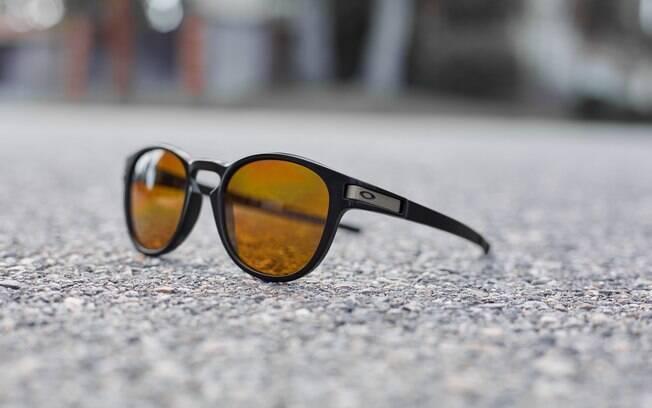 Lançamentos Oakley 2015 2016 - óculos de sol da linha Latch. Foto  Oakley caddab5bff