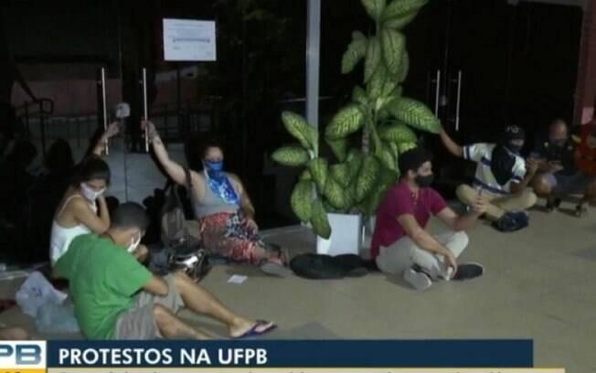 Estudantes estão há 3 dias ocupando reitoria da UFPB