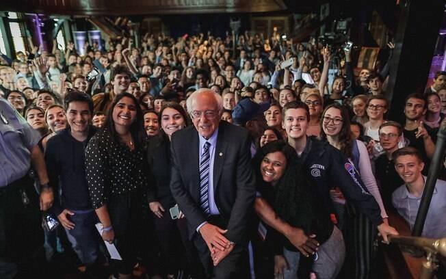 Bernie Sanders, ao centro, durante evento sobre o clima na Universidade de Georgetown, em Washington