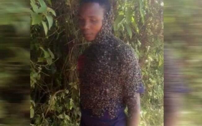 Este homem queniano é o amor da vida das abelhas, e ele resolveu ganhar dinheiro com isso