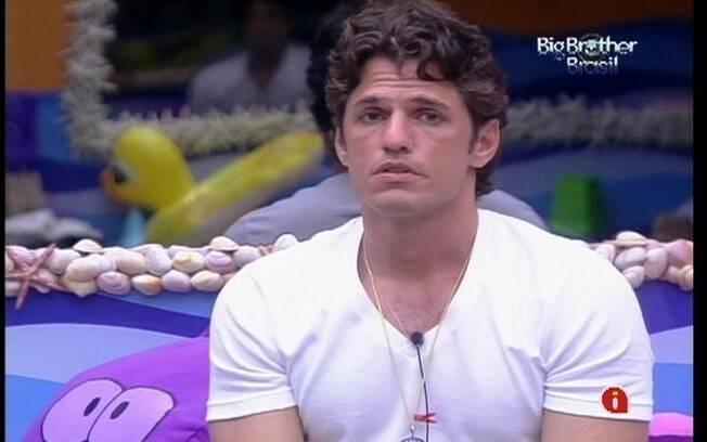 João Maurício critica postura de Renata