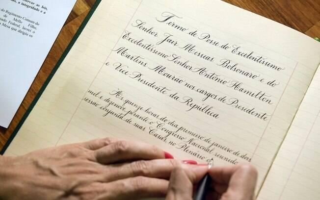 Termo da posse presidencial de Bolsonaro escrito por Andréa Branco; documento será assinado dia 1º de Janeiro de 2019