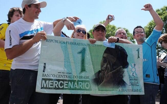 Revelado pelo Grêmio, Ronaldinho não foi  perdoado pela torcida gaúcha, que mostrou revolta  pelo seu acerto com o Flamengo