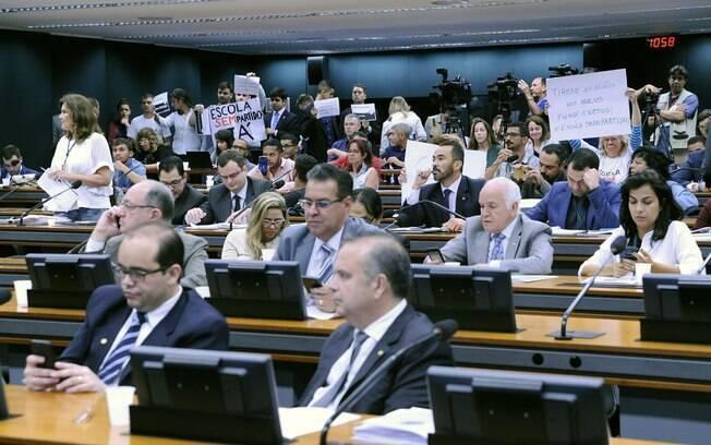 Comissão especial que discute projeto do Escola sem Partido foi palco de protestos diversas vezes