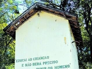 Polêmica. Escola rural mantida pela Fucam atende 76 jovens