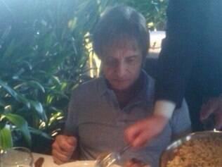 Rei posta foto em churrascaria após informação de que seu contrato com Friboi teria sido encerrado antes do prazo