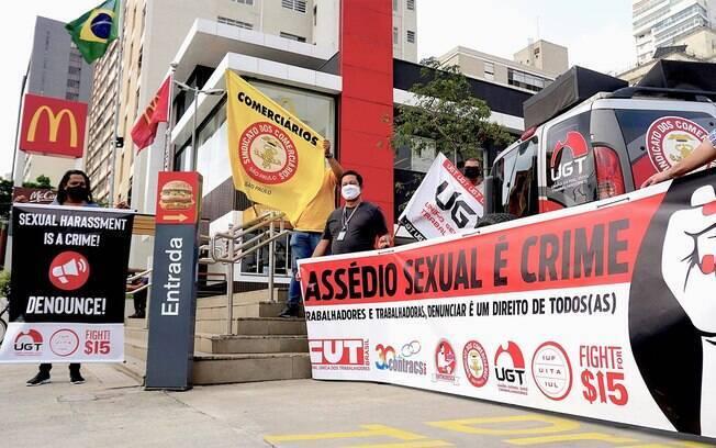 Manifestação contra casos de assédio no McDonald's em São Paulo