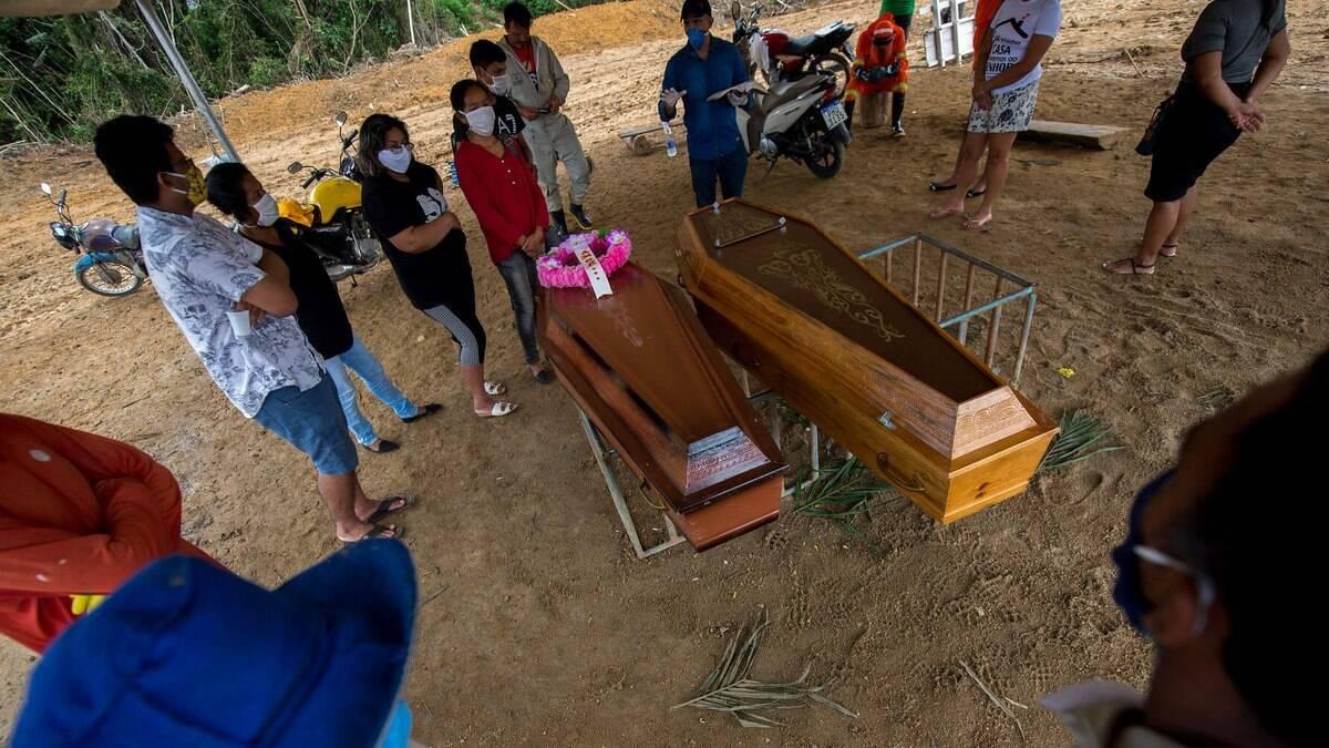 Em novo recorde, Brasil registra 1.910 mortes por Covid-19 em 24 horas
