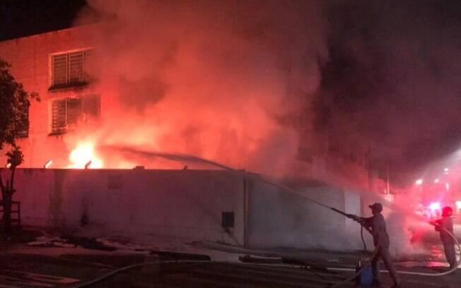Incêndio atinge fábrica de tecelagem em Americana