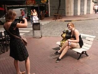 A foto clássica com a estátua de Mafalda, na esquina das ruas Chile e Defensa