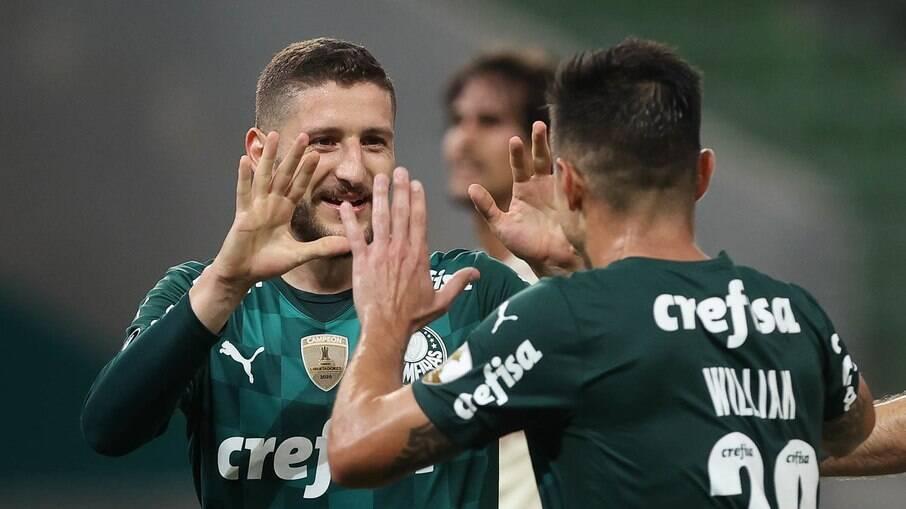 Zé Rafael comemora um dos gols da vitória do Palmeiras sobre o Universitario