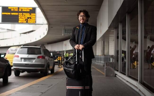 O deputado federal Jean Wyllys também fotografado pelo The Gay Men Project, num aeroporto do Rio de Janeiro