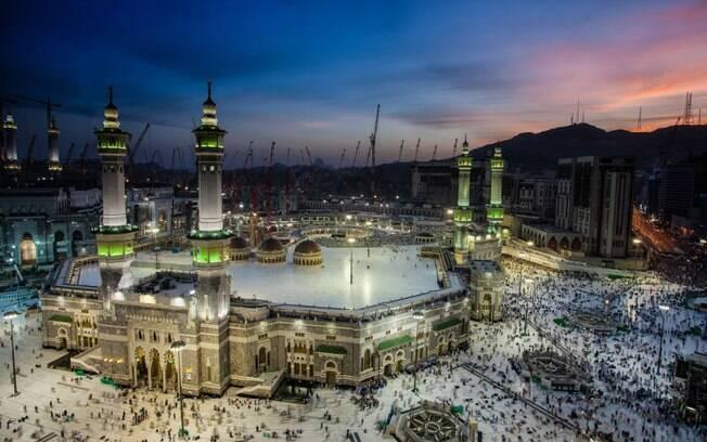 Segundo o Alcorão, todo muçulmano deve peregrinar pelo menos uma vez na vida a Meca, na Arábia Saudita