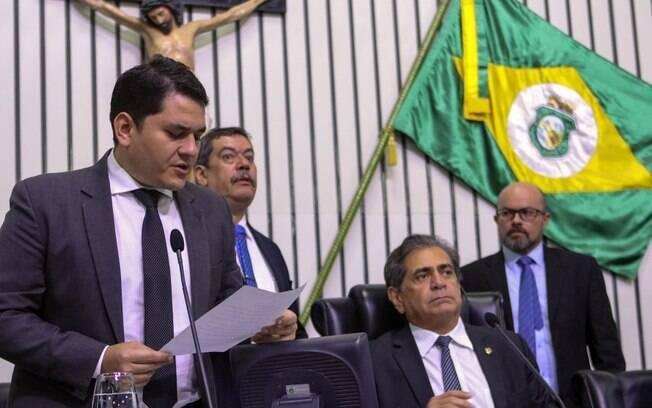 Deputados estaduais do Ceará participam de sessão extraordinária para conter ataques criminosos no estado