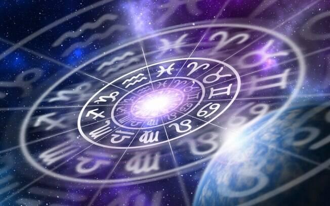 Ler o horóscopo do dia é uma forma de planejar a melhor forma forma de aproveitar a quarta-feira