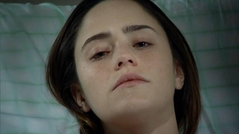Ana abre os olhos e diz o nome da filha