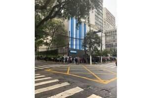 Procura por ingressos para show de Lily Allen em SP faz fila dobrar esquina