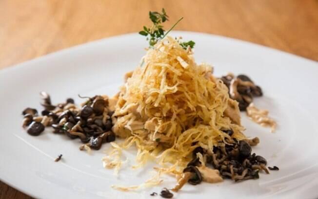 Clique aqui e veja o passo a passo de como fazer fricassê de frango com cogumelos
