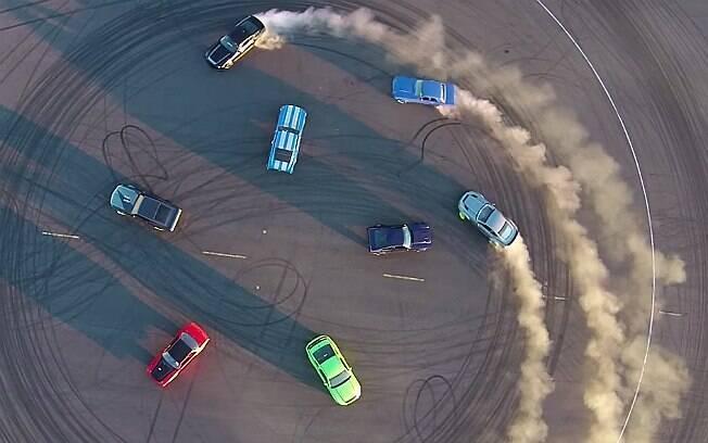 Ford reuniu oito Mustangs para vídeo comemorativo de 50 anos