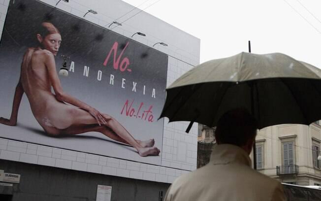 Isabelle Caro posou para a campanha da marca Nolita para chamar atenção para o problema da anorexia