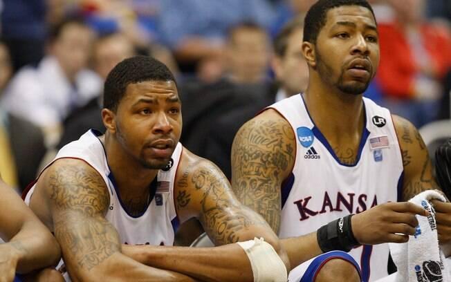 Os irmãos Morris já foram companheiros de  time na Universidade de Kansas, antes de entrarem  na NBA