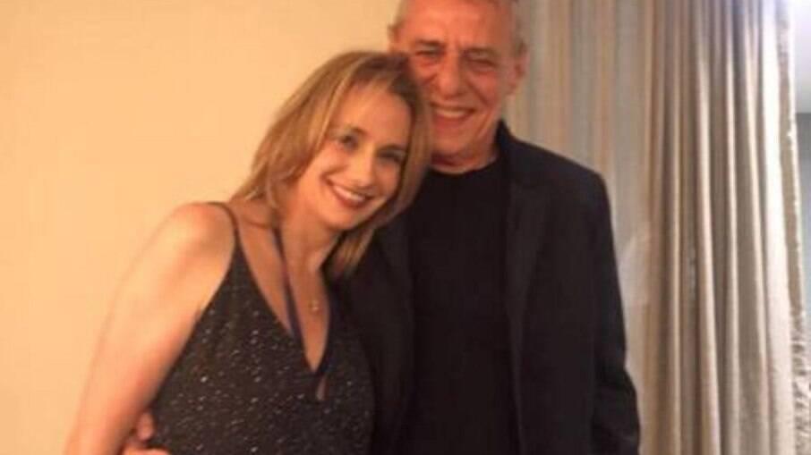 Chico Buarque e a namorada, Caroline
