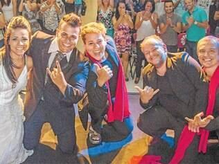 """Os atores de """"As Monas Lisas"""", durante a abertura da 41ª Campanha do Teatro e da Dança em Betim."""