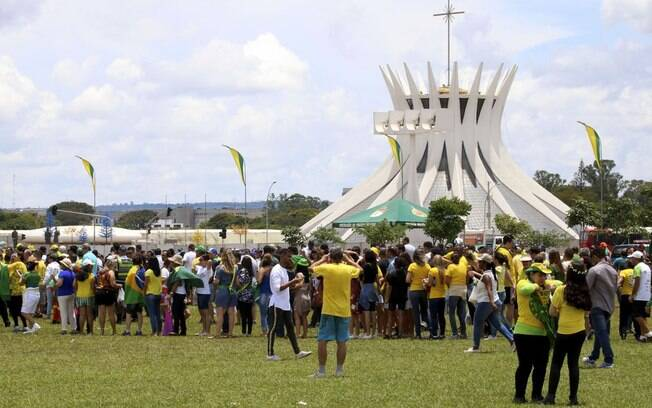Público chega animado para acompanhar a posse de Bolsonaro como presidente