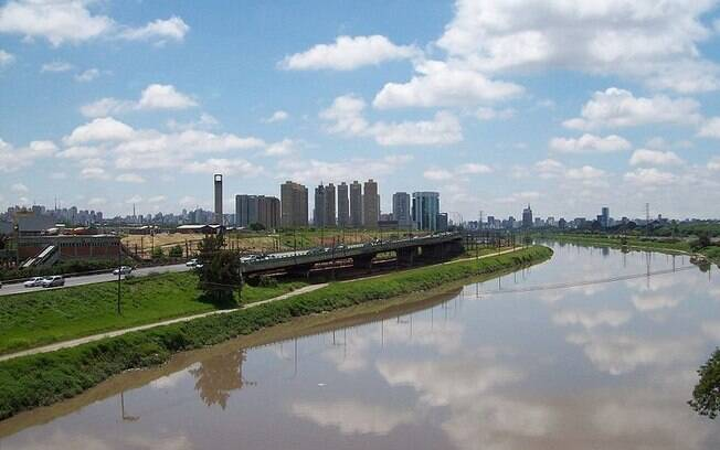 Rio Pinheiros está no maior nível dos últimos 15 anos