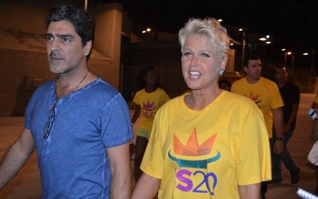 Xuxa acompanhada de Junno para o show de Ivete Sangalo