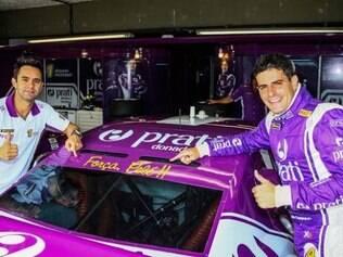 Júlio Campos e Antonio Pizzonia demonstram sua admiração pelo Rei do Futebol