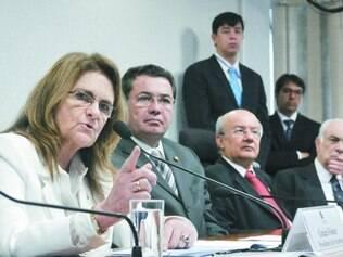 Assustador. Graça Foster afirmou que a Petrobras firmou 318 contratos e 343 aditivos na refinaria de Abreu e Lima, em Pernambuco