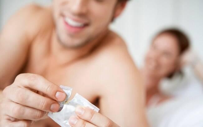 Agência nacional de saúde pede que a população pratique sexo seguro para minimizar contágio