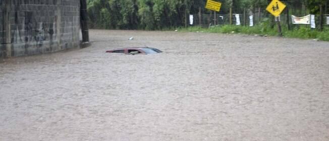 Temporal gera inundações, deslizamentos e fecha ruas e rodovias em São Paulo
