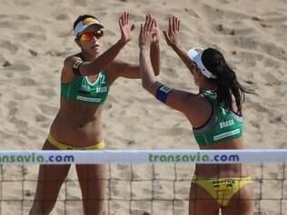 Ágatha e Bárbara Seixas derrotaram argentinas na repescagem. Em seguida, também bateram espanholas