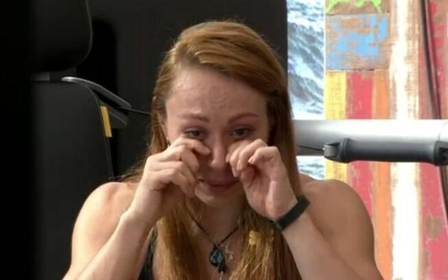 Aline chora durante conversa com Valter