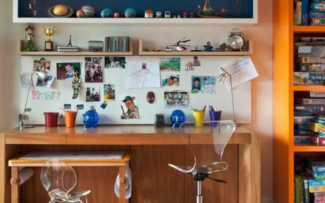 Tamanho da mesa de estudos deve levar em conta a idade da criança (projeto Oba Arquitetura)