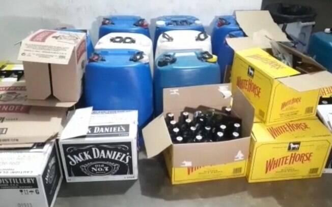 PM detém trio com tonéis de whisky falsificado em Campinas