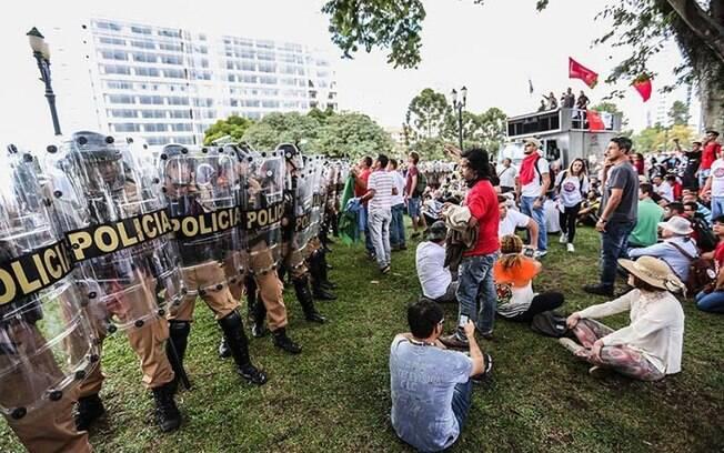 Após confronto com PM, professores mantiveram acampamento em frente à Assembleia Legislativa (28.4.2015). Foto: Divulgação/APP Sindicato
