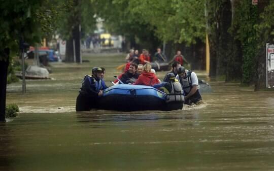 Inundações deixam ao menos 20 mortos na Bósnia e na Sérvia - Mundo - iG