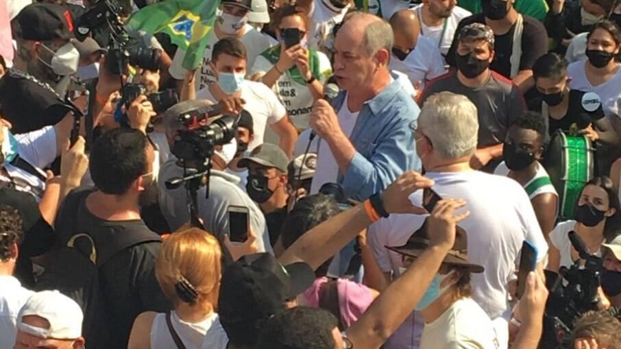 Manifestação aconteceu na Avenida Paulista; Ciro Gomes foi um dos participantes e foi multado por não usar máscara durante seu discurso
