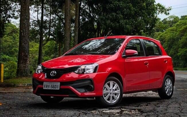 Para quem busca um carro econômico, o Toyota Etios faz uma média de 8 km/l na cidade com etanol, e 13 km/l na estrada
