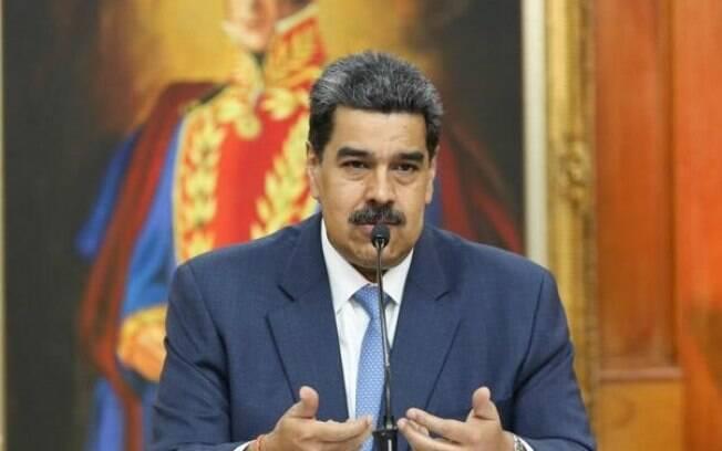 Nicolás Maduro creditou explosão a grupos defensores de Juan Guaidó, líder da oposição ao governo