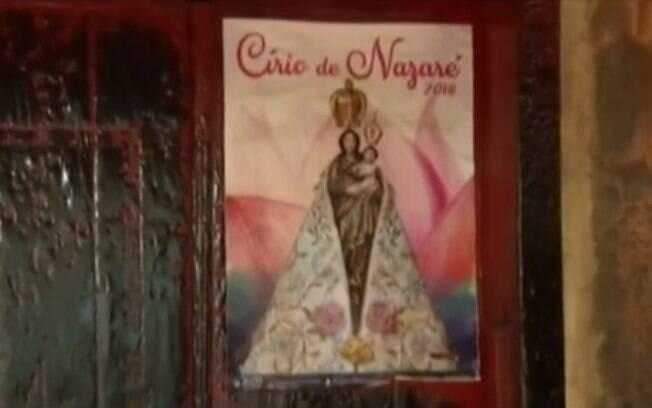 Cartaz com imagem da Virgem de Nazaré fica intacto mesmo após incêndio