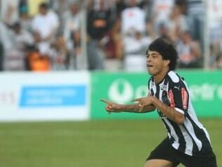 Luan vibrou muito após marcar belo gol que fechou o placar em Patos de Minas