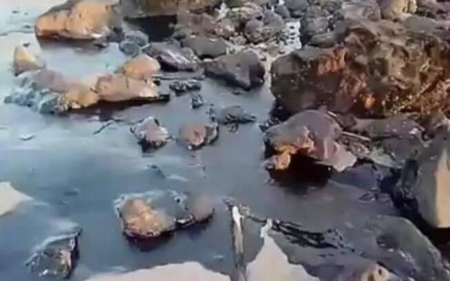 Praia com óleo em Alcântara/MA