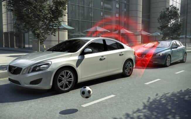 Com freios automáticos, os carros passarão a ser mais seguros e os riscos de acidentes por distração deverão diminuir
